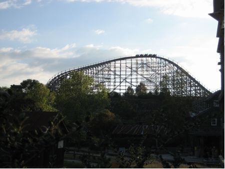 Rattler photo, from ThemeParkInsider.com
