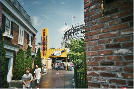 Thunderbolt photo, from ThemeParkInsider.com