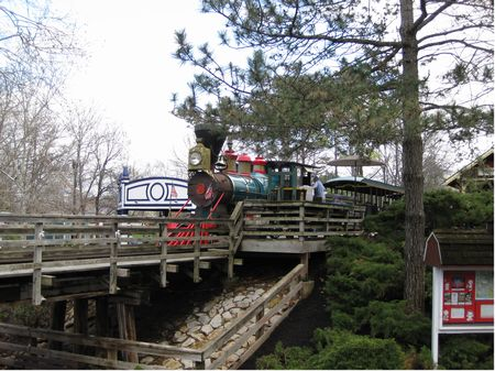 Worlds of Fun Railroad photo, from ThemeParkInsider.com