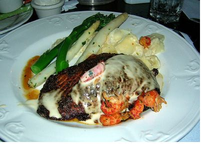Blue Bayou Restaurant photo, from ThemeParkInsider.com