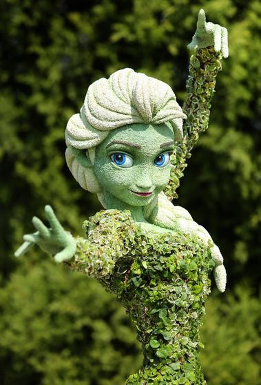 Queen Elsa topiary
