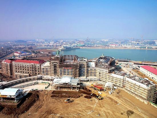 Shanghai Disneyland Hotel, under construction