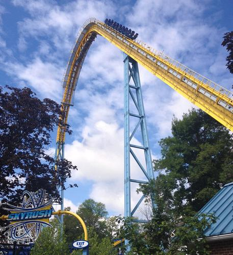 Skyrush lift hill