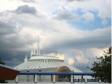 Space Mountain photo, from ThemeParkInsider.com