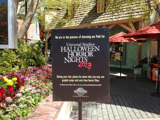 Halloween Horror Nights warning sign